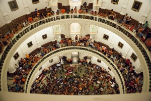 crowd-in-texas-capitol-1